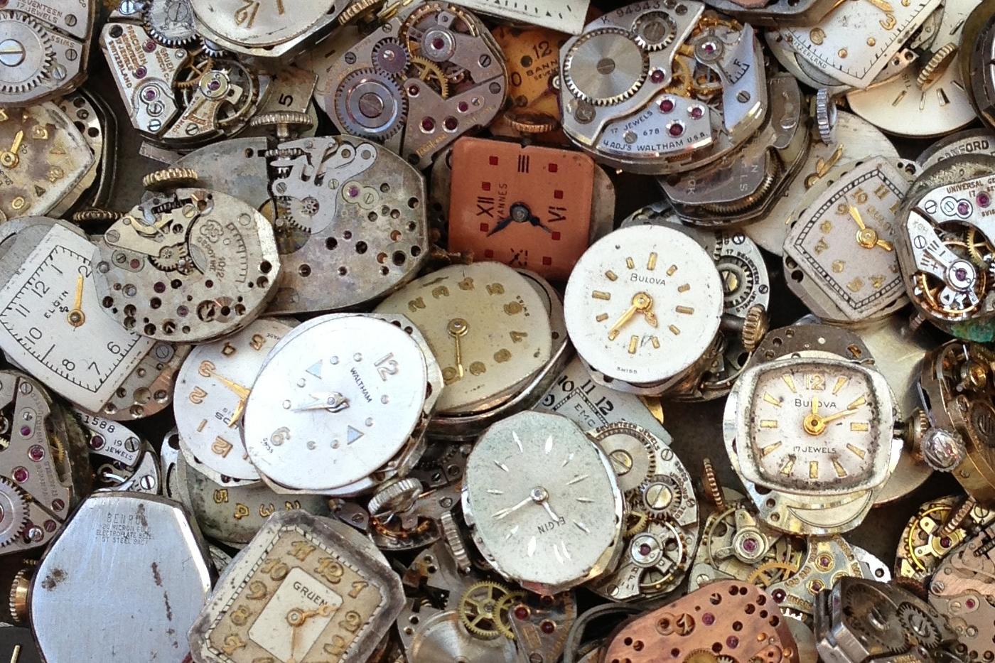 Assemblage de différentes montres anciennes