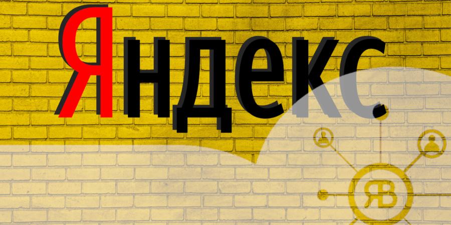 Yandex - le moteur de recherche russe sur mur de brique jaune